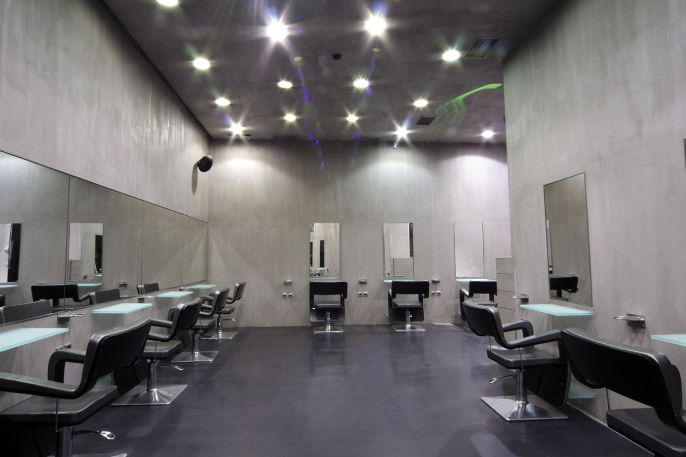 Salon - Slide 2
